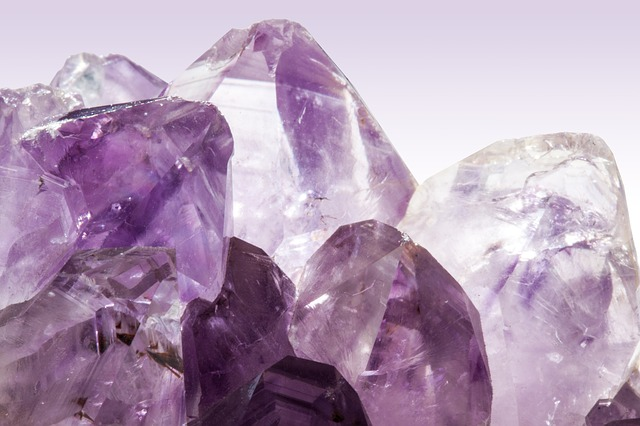 ametista-cristais-cura-terapia-pedras-cristaloterapia